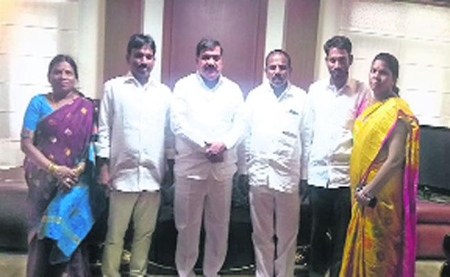 Kale Yadaiah Meets Mahender Reddy and Sabitha Indra Reddy - Sakshi