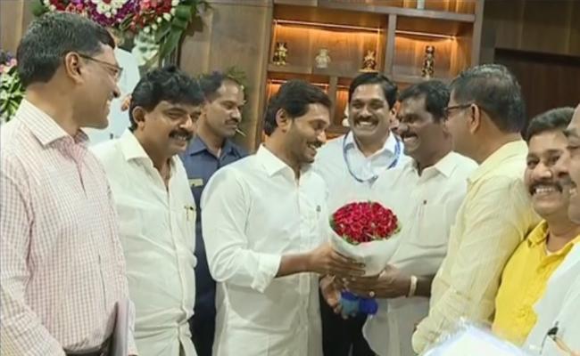 APSRTC JAC Leaders Meet CM YS Jagan - Sakshi