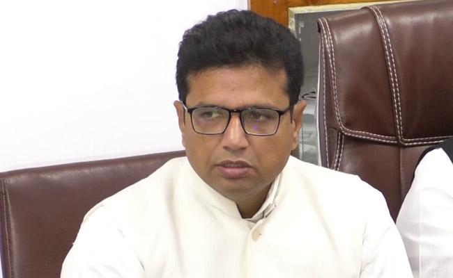 Sridhar Babu Slams Defective MLAs Over CLP Merge - Sakshi