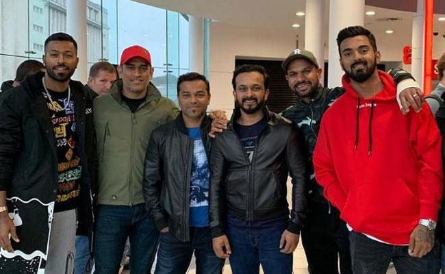 Team India Cricketers Watch Salman Bharat in Nottingham - Sakshi
