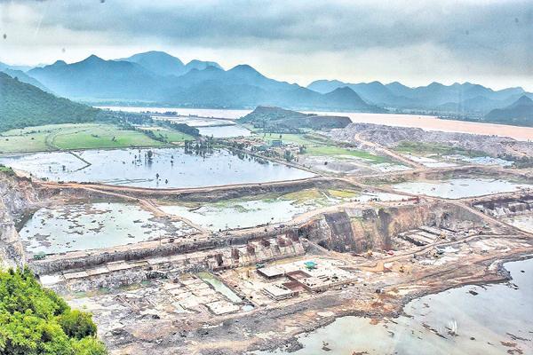 Water resources department alerted with Godavari flood warning - Sakshi