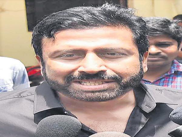 Do not give bail to Ravi Prakash - Sakshi