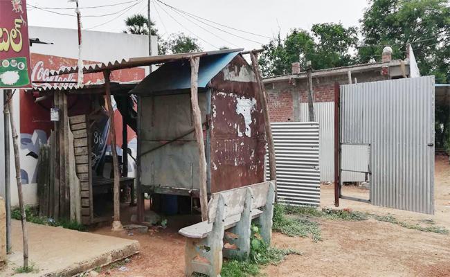 Belt Shops Closed In Narasannapeta - Sakshi