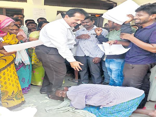 Farmer fell on the legs of Joint collector for Pass Book - Sakshi