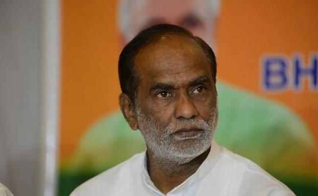BJP Leader K Laxman Fires On KCR Over Fee Issue - Sakshi