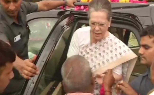 Sonia Gandhi Thanks To Raebareli People In Uttar Pradesh - Sakshi