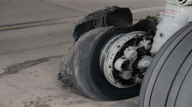 SpiceJet plane from Dubai makes emergency landing in Jaipur after tyre burstf - Sakshi