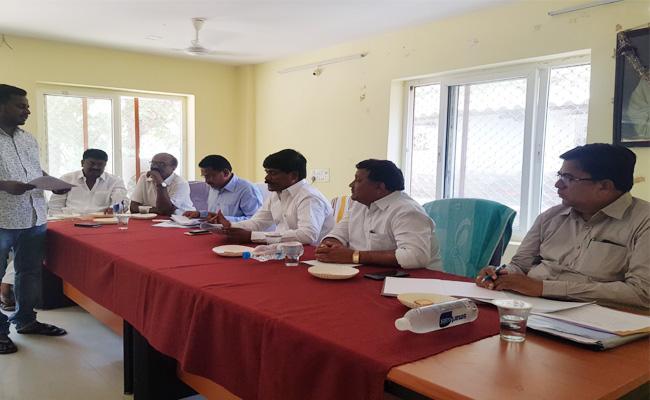 TRS MLAs Force To Officer Villages Developments Works - Sakshi