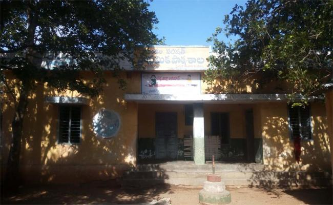 Government Primary School Is Opening After Eight Years In Ramireddy Palem - Sakshi