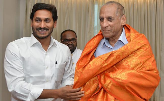 CM YS Jagan Meets Governor ESL Narasimhan At Vijayawada - Sakshi