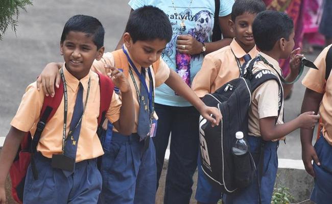 Telangana Govt Green Single To VV Recruitment - Sakshi