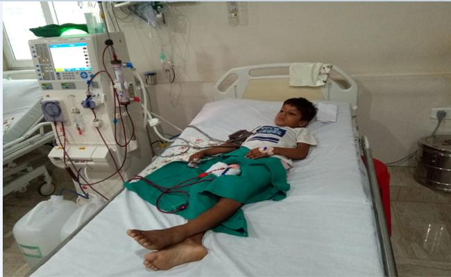 Six Years Boy Suffering With Kidney Failure In  Vishakapatnam - Sakshi