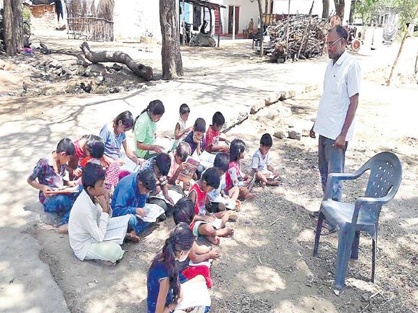A teacher searched for classrooms to teach lessons for children - Sakshi