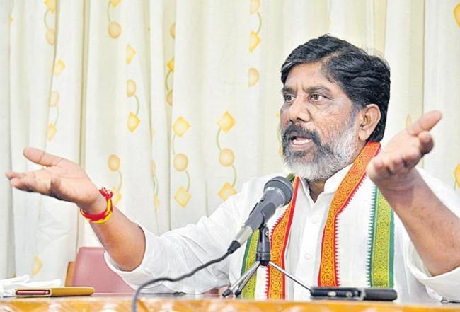 K Chandrasekhar Rao supporting political mafia - Sakshi