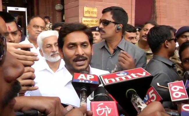 AP CM YS Jagan Reaches To Delhi - Sakshi