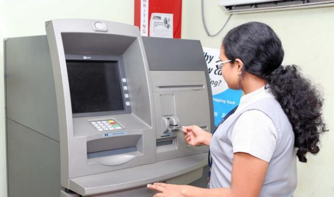 RBI To Impose Penalty For Keeping ATMs Dry - Sakshi