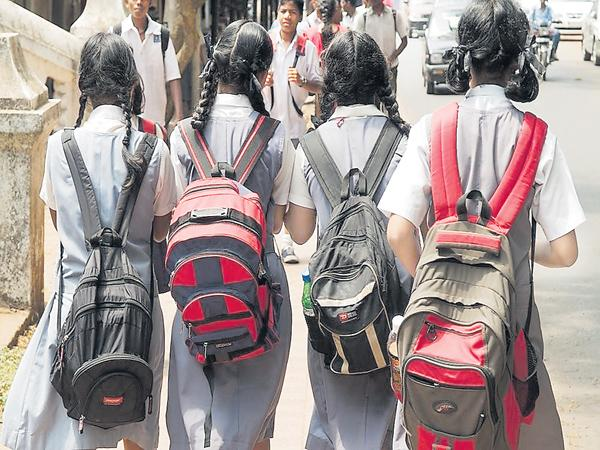 Reduce to the School Students Bag weight - Sakshi