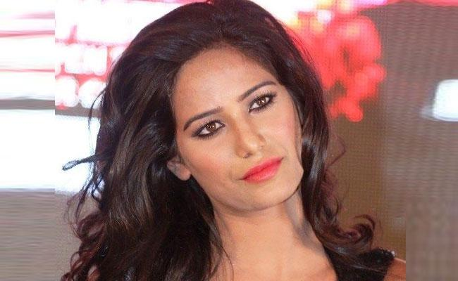 Poonam Pandey Wants to Give Pakistan a Different Kind of Cup - Sakshi