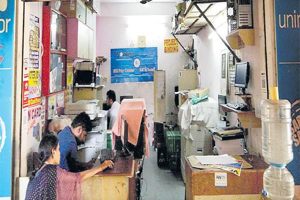 Majority Aadhaar centers across the state are privately owned - Sakshi