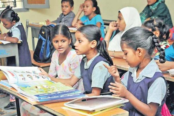 Schools Move from where Students are short - Sakshi