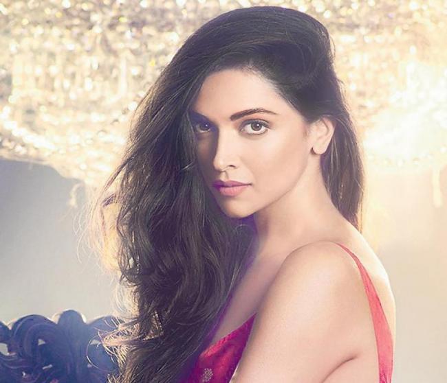 Deepika Padukone to be paid Rs 14 crore for 83 - Sakshi
