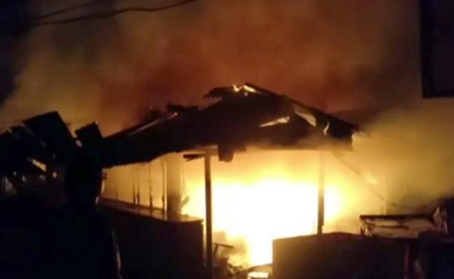 Avanthi Srinivas Condolence To Fire Accident In Tagarapuvalasa Market - Sakshi