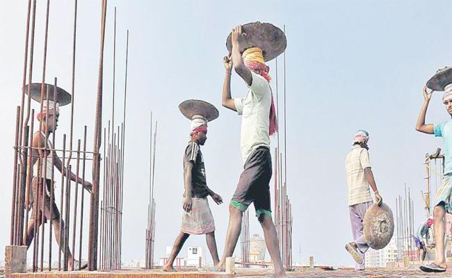 Labour Suffering in Summer Gulf Countries  - Sakshi