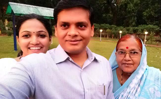 Maharashtra Poor Family Student Get IAS - Sakshi