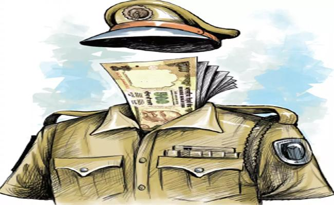 Police Take Bribe On Election Duty In Kurnool - Sakshi