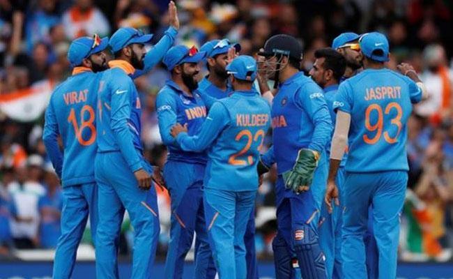 Sri Lanka Captain Says We Cant Copy Teams Like Team India - Sakshi