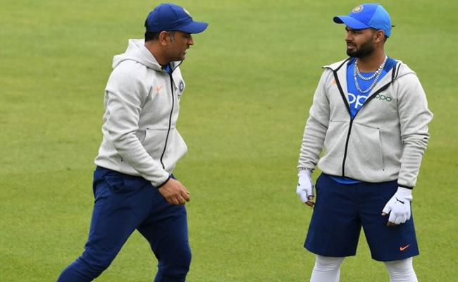 Rishabh Pant Joins Team In Manchester - Sakshi