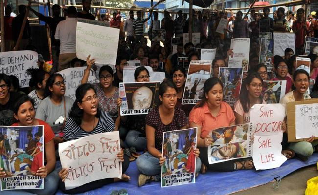 West Bengal Doctors Strike And Social Media - Sakshi