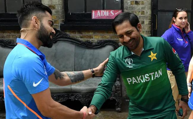 Wasim Akram Urges Fans It Is Not War Stay Calm Ahead Of India Vs Pakistan Clash - Sakshi