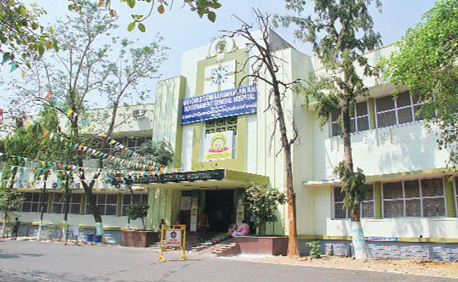 Patient Dies In Ruia Hospital Because Of Doctor Negligence - Sakshi