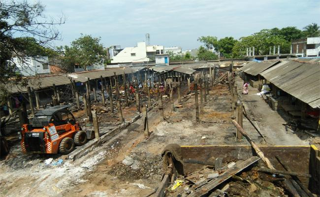 Fire Accident In Tagarapuvalasa Market Yard - Sakshi