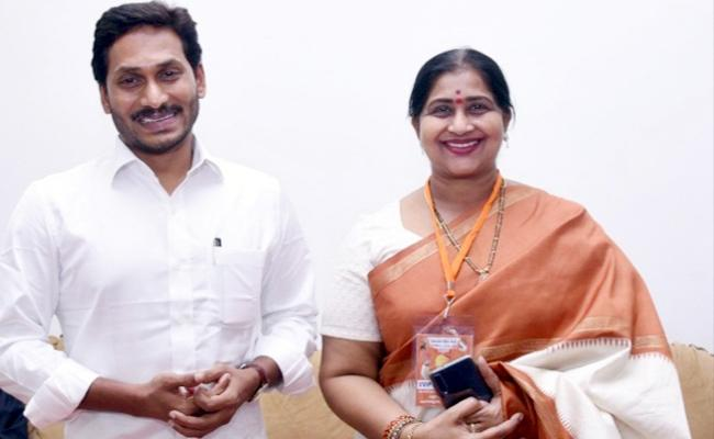 Actress Kavitha Meets AP CM YS Jagan Mohan Reddy - Sakshi