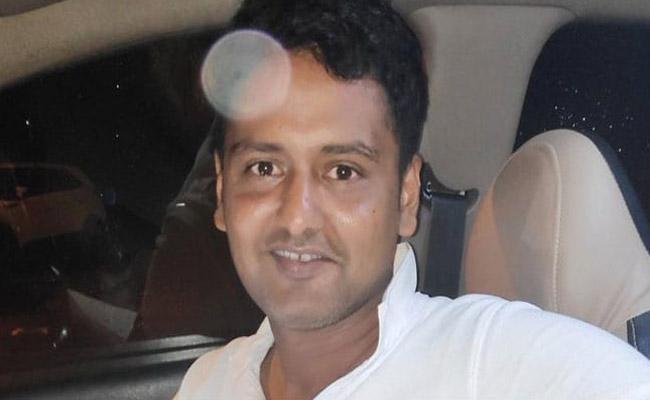 Mumbai Cab Driver Honesty Is Winning Hearts Online - Sakshi