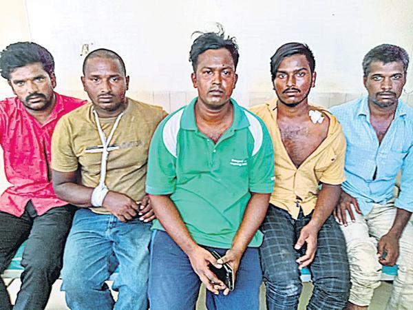 TDP sympathisers attack On YSRCP Activists - Sakshi