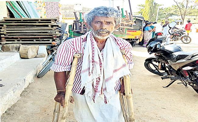 Elderly Waiting For Pensions Medak - Sakshi