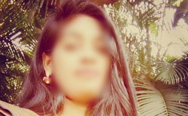 Dancer attacked by girls in Lesban pub begumpet - Sakshi