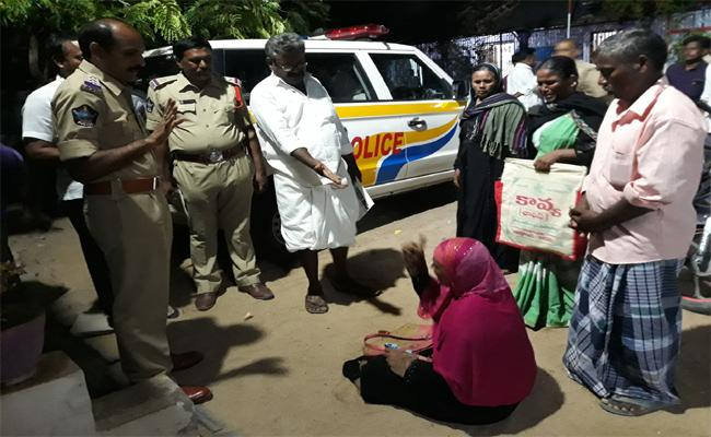 Woman Protest Before Police Station Jammalamadugu - Sakshi
