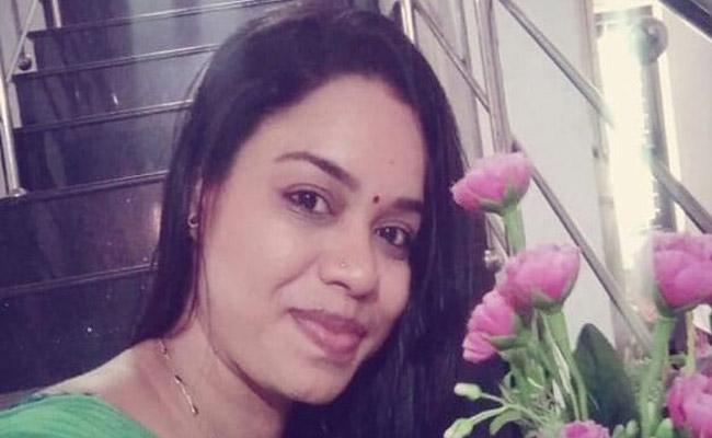 Kerala Woman Police Officer Set On Fire Died On Spot - Sakshi