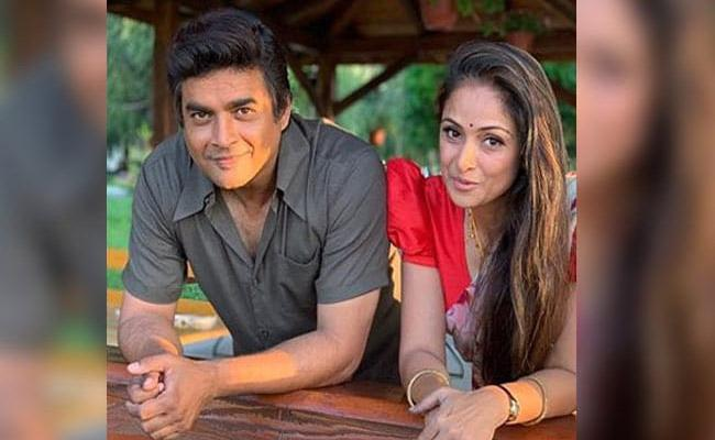 Madhavan Shares Pics With Co Star Simran Of Rocketry Movie - Sakshi