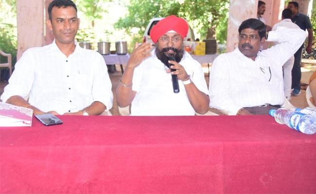 Karimnagar Mayor Funerals Available - Sakshi