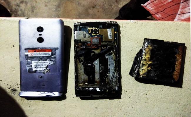 Redmi Note 4 Smart Phone Blast in Chittoor - Sakshi