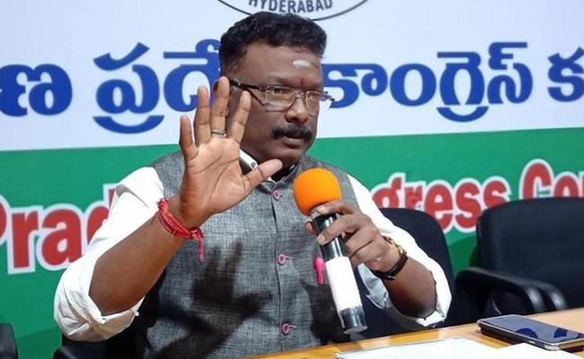 AICC Spokesperson Dasoju Sravan Kumar Slams TRS Government - Sakshi