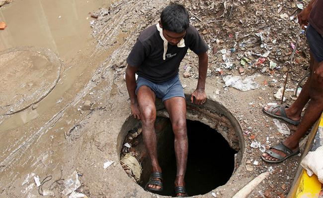 Seven Died By Falling Into Septic Tank Cleaner In Gujarat - Sakshi