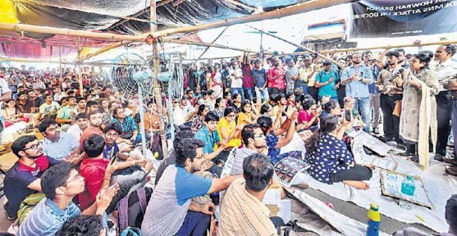 West Bengal doctors strike fifth day - Sakshi