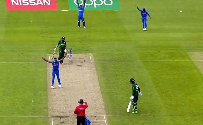 Vijay Shankar Made His World Cup Debut Wicket - Sakshi