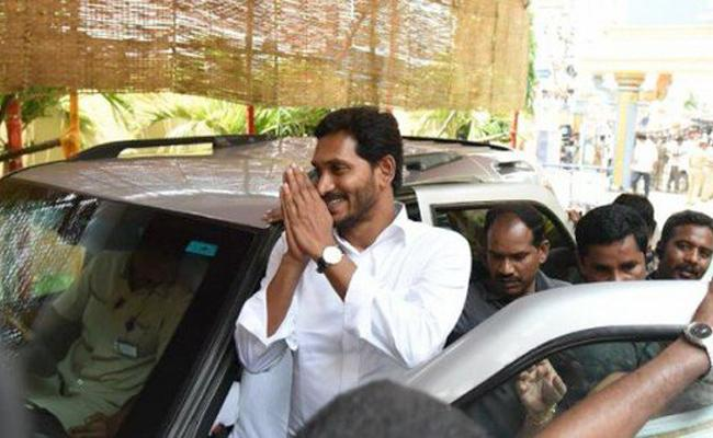 YS Jagan arrives in Tadepalli after concluding his 2-day visit  - Sakshi